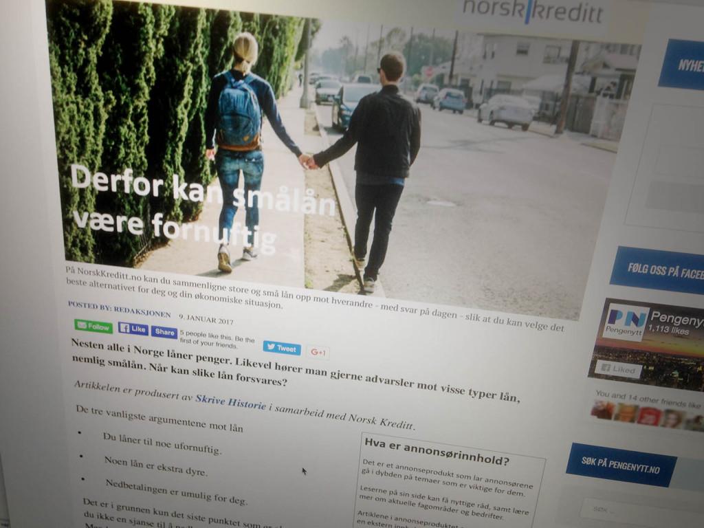 Foto av skjermbilde som viser artikkel med bilde av to unge personer som leier hverandre på en fortau.