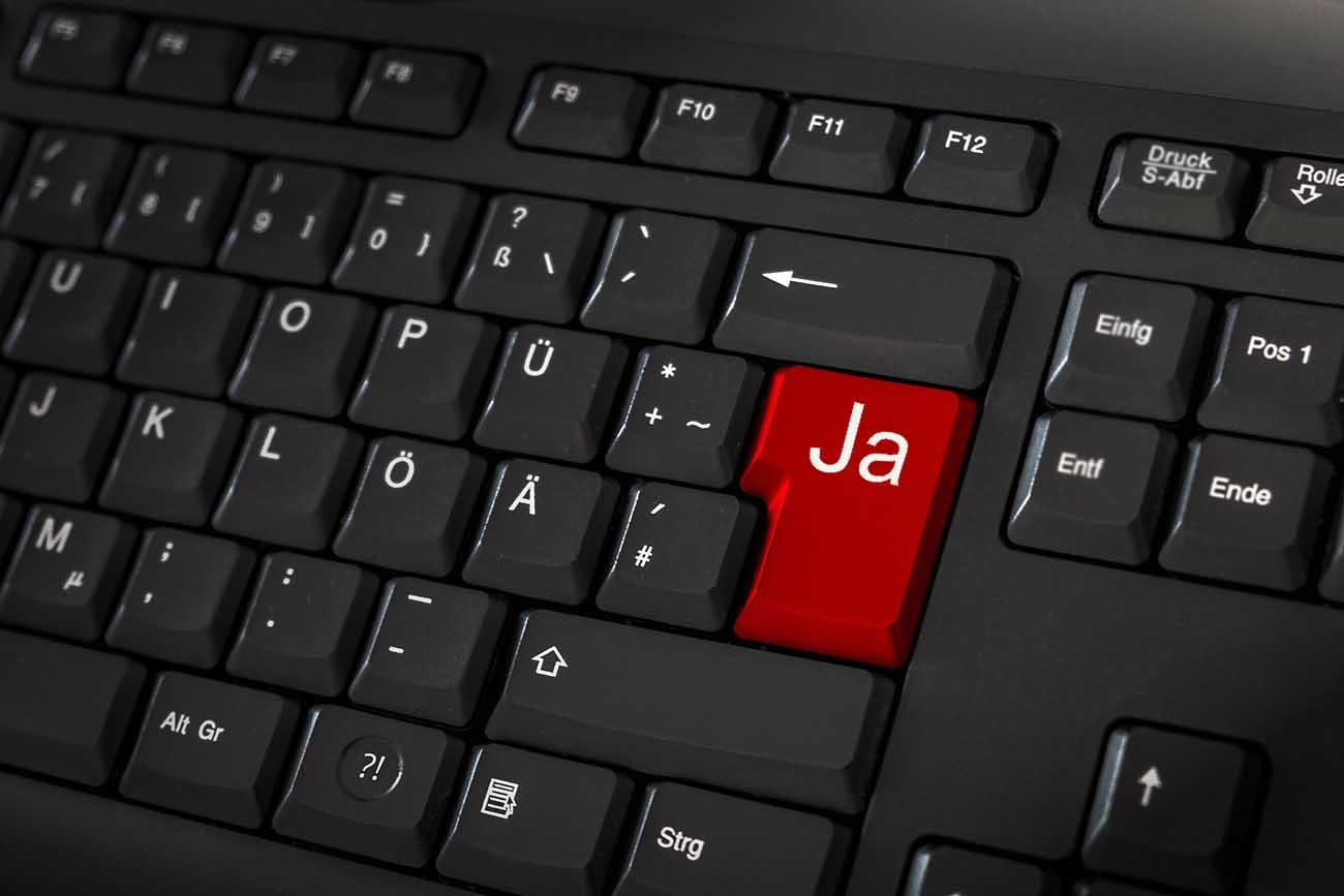 """Tastatur. Enter-tasten er rød med nye tekst som sier """"Ja""""."""